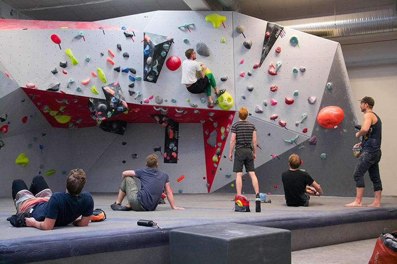 grimpeurs escalade bouldering