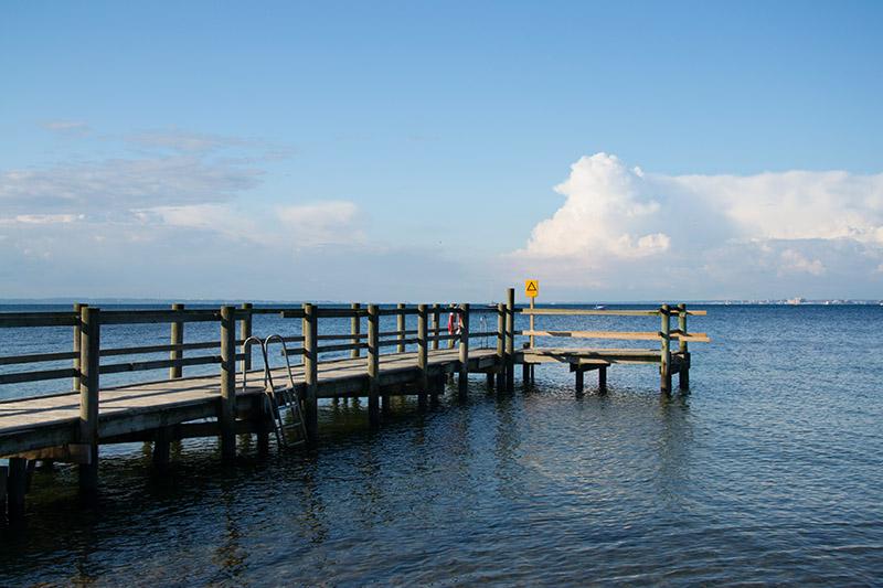ponton sur la mer île de ven